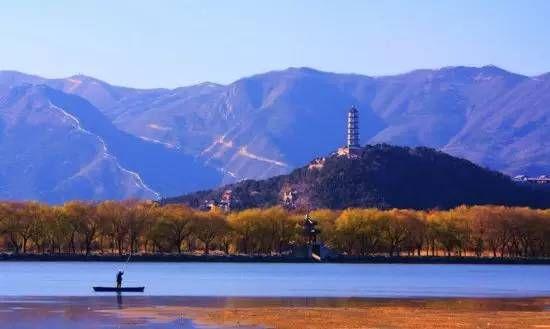 > 中式园林,一幅流动的立体山水画  同样,园林布局中要有气势, 就要有