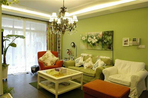 >>>更多装修效果图 卧室 客厅 厨房 玄关 卫生间<<< 小客厅装修隔断一般都采用软性隔断,增加空间元素分割客厅和工作区,但不会增加客厅的压抑感。  >>>更多装修效果图 卧室 客厅 厨房 玄关 卫生间<<< 采用简单的黑白经典搭配,将小客厅装修的简约大方,镜面装修拉伸空间。  >>>更多装修效果图 卧室 客厅 厨房 玄关 卫生间<<< 小客厅装修最重要的就是收纳和隔断,此款小客厅装修效果图中收