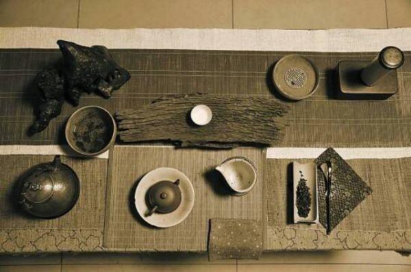 茶本清雅,故而茶席设计也多是藏巧于拙,意境平和,于素淡简净中体现出图片