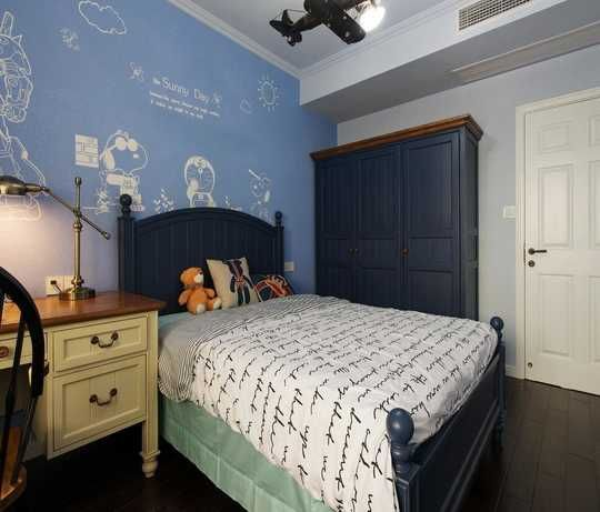 背景墙,儿童床,衣柜的颜色搭配的非常统一.