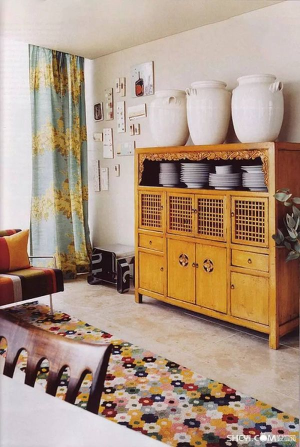 梦见家里摆放着旧家具