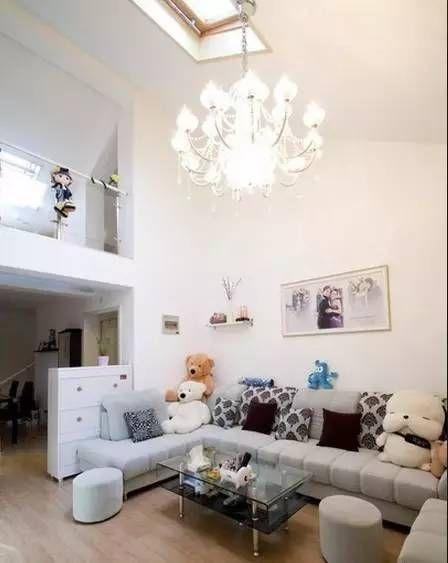 40平loft小户型装修 主卧吊灯和墙纸效果超赞