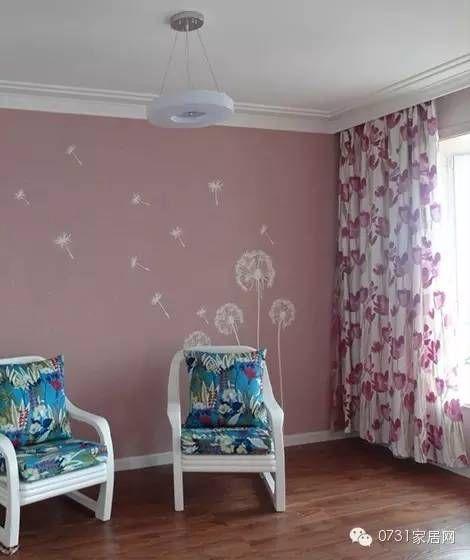 谓硅藻泥 印花系列  以清新淡雅的粉红色为底,绘制几朵飞翔的蒲公英