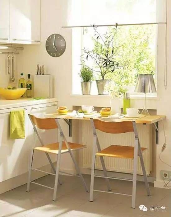 但这并不影响小户型用餐空间的打造,你可以用吧台来代替餐桌,或者是在