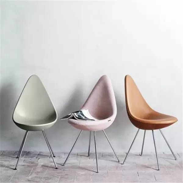 NO8.蚁椅 The Ant Chair,1952 设计师   阿纳·雅各布森(Arne Jacobsen) 蚁椅是雅各布森的代表作,因其形状酷似蚂蚁而得名,最开始时是三条腿,现在为了更稳定做成了四条腿。