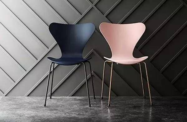 蚁椅是雅各布森的代表作,因其形状酷似蚂蚁而得名,最开始时是三条腿