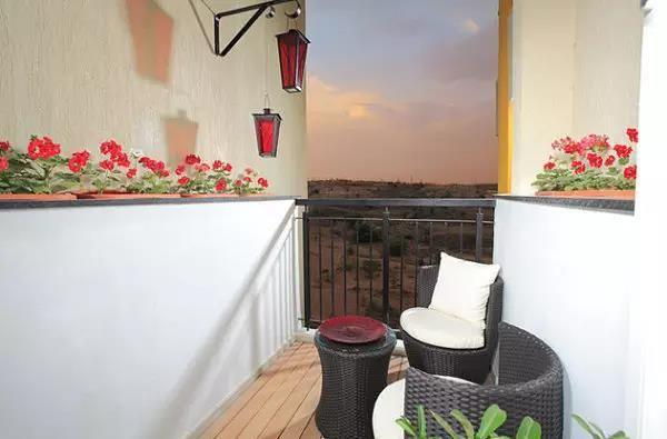 阳台改成这样 朋友来了都不愿意待在客厅了